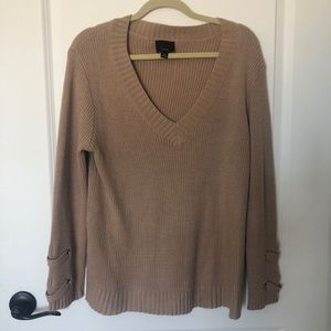 V neck sweater with cute cuff detailing Sz M
